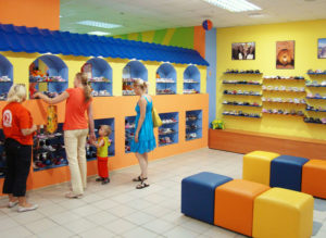 Как открыть магазин детской обуви с нуля: бизнес план + оборудование