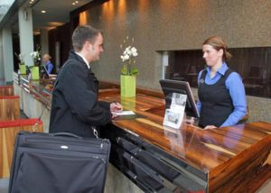 Должностные обязанности администратора гостиницы: вся правда о профессии :